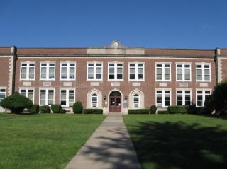 Picture of front of Riverdale Public School